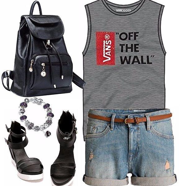 In viaggio, si sa , si portano capi comodi e facili da abbinare, allora per un giretto in una calda città, proponiamo degli shorts di jeans, una maglietta sportiva, uno zainetto e il tocco femminile delle zeppe bicolori e il braccialetto: Buona visita!