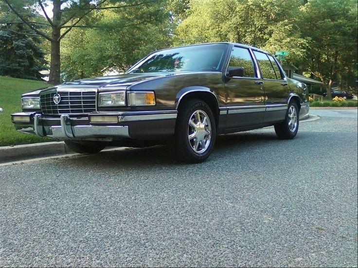 1992 Cadillac DeVille  tommoinen touring sedan tuli hankittua, 5300 kpl valmistettu Vaihtuis johonkin oikeaan vanhempaan  jenkkiin tai jenkki projektiin