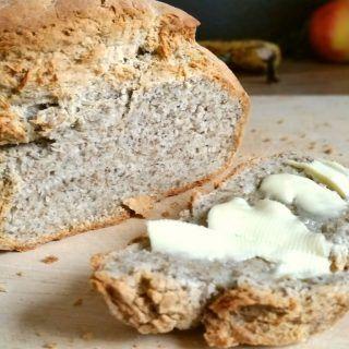 Chia-Brot-glutenfrei-mit-Milch-und-ohne-Hefe