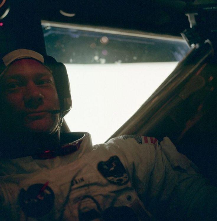 Buzz Aldrin dentro do módulo lunar da Apollo 11, em 21 de julho de 1969, após a histórica caminhada pela Lua. (Crédito: Nasa)