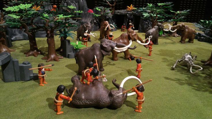La préhistoire en Playmobil présentée par Alizobil lors de l'exposition Playmobil de Franconville sur l'histoire du monde.