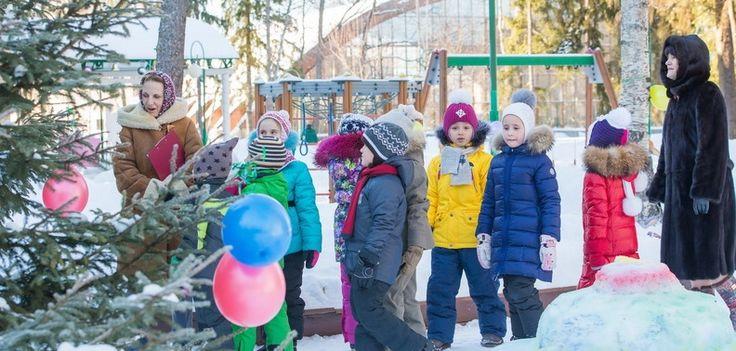 Праздник Снега http://feedproxy.google.com/~r/gymnasiaru/~3/8CnRBIJlSlI/ppazdnik-snega.html  Мы любим белый пушистый снег! Решили посвятить ему целый день, который так и назвали «Праздник Снега». В этом году нам повезло: зима подарила нам много снега и прекрасную погоду. Для праздника мы создали из снега «Поляну сказок»