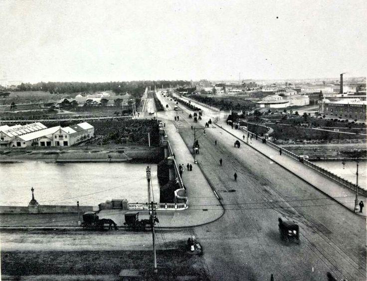 Corner of Batman Ave and the  start of the Princes Bridge.