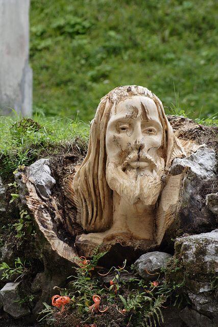 Scultura del Cristo-Passo Sant'Osvaldo (Ieri) 2