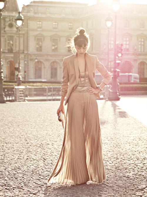 well, to start off, the photo is amazing. the location looks like a dream and that outfit... muah! bellisima.