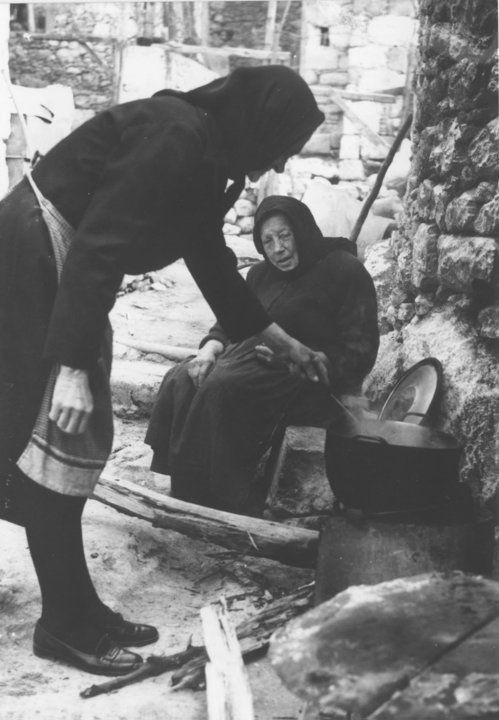 Old Greek women in Crete during cooking | source: agonaskritis.gr #Greece #visitGreece #visitCrete