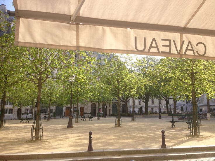 Place Dauphine.