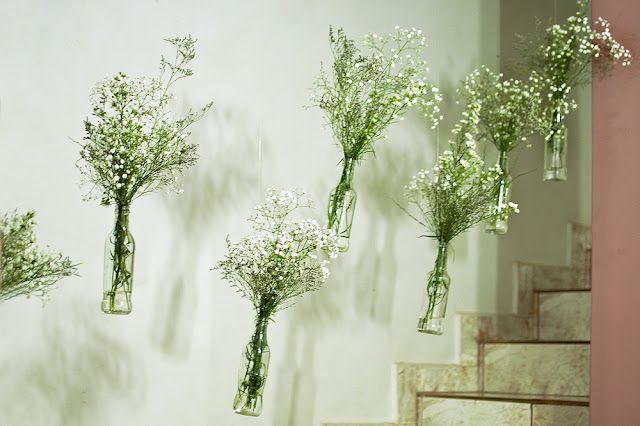 utilizando as garrafas como vasos para decorar festas.