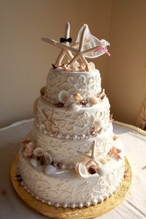 I know I'm already married & I had a nautical theme wedding also, but I love this Starfish Beach Cake! :)