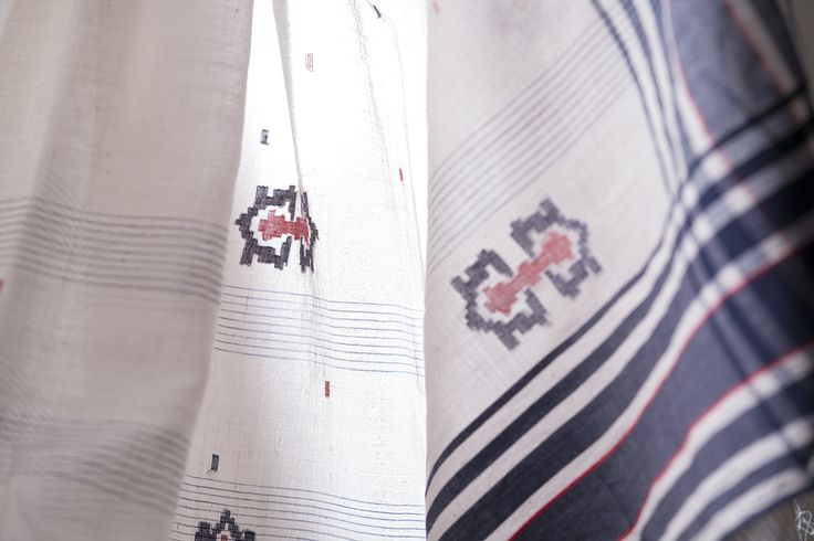 An exquisitely handwoven jamdani sari in off-white #sari #jamdani #khadi #cotton #india