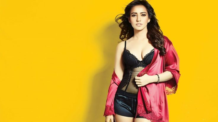 Neha Sharma Gorgeous Pictures Prove That She is The Queen Of Bollywood