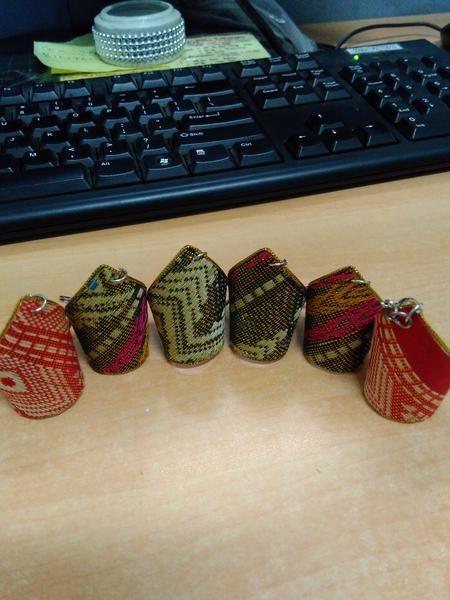 Gantungan Kunci Motif Songket Palembang, cocok untuk digunakan sehari-hari atau menjadi cinderamata dan souvenir