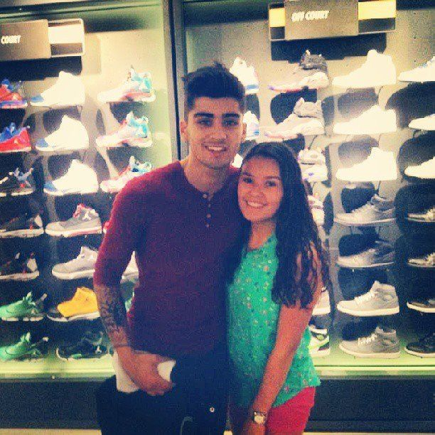 fan pictures with zayn are rare. cherish this while we can children.