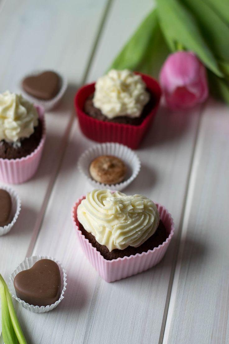Rezept für Cupcakes für den Valentinstag mit Pralinen und Schokolade