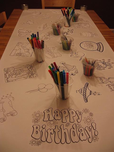 Coloriage géant pour une activité intérieure d'anniversaire