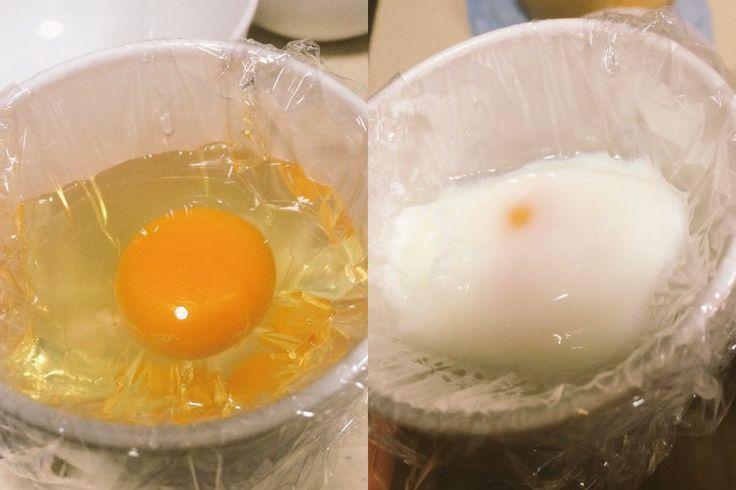 """程よく固まってトロットロの白身と黄身がとってもおいしい""""温泉卵""""。しかし、自宅で作ろうと思うと、適温のお湯に長時間つけなくてはいけなかったり、思ったような半熟具合にならずに固まってしまったりと、意外と面倒な上に難しいものですよね。そんな方々に電子レンジを使った画期的すぎる温泉卵の作り方をご紹介します!"""