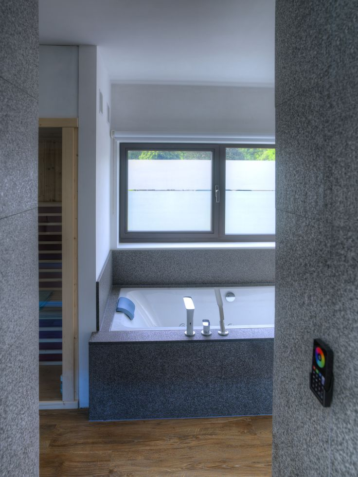 Assenti natural stone finish in high-end bathroom. Made by Assenti