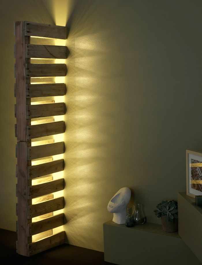 Just one of my favorite ideas, wood pallet, lighting, and a little imagination was needed to create this lamp: cut a pallet in two juxtaposed halves and ad