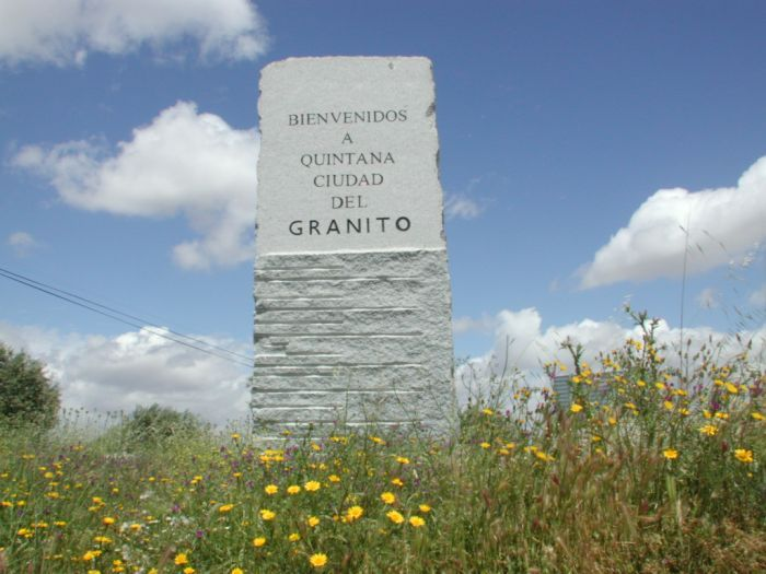 Quintana de la Serena es la Ciudad del Granito. Su Marca es el Gris Quintana, un granito gris, granulado y compacto, de una calidad extraordinaria  por su belleza, dureza y nobleza para la labra. Lo exportan al mundo entero.