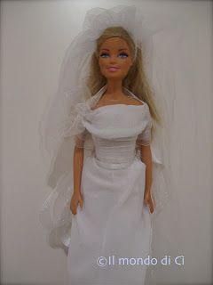 Oggi voglio proporvi una nuova carrellata di abitini per la Barbie (o altra piccola bambola) autoprodotti, in questo caso da sposa o cerimon...
