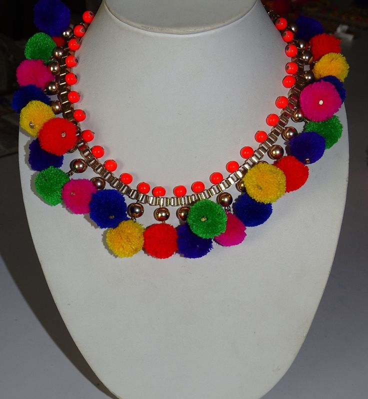 Multi pompones Collar collar/Bohemia collar por GangesIndiSoul