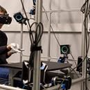 Mark Zuckerberg muestra guantes para Realidad Virtual  En una publicación realizada hace pocas horas en su perfil de Facebook, Mark Zuckerberg ha mostrado al mundo algunos de los proyectos en los que están trabajando desde el laboratorio de Oculus, en Redmond, Washington. Tal y como puede verse en la imagen superior, están trabajando en unos guantes…