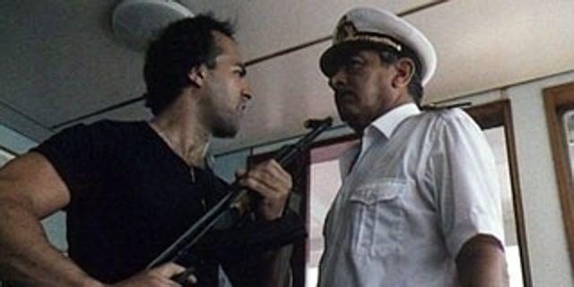 Il 7 ottobre del 1985, quattro uomini appartenenti aFLP, al largo delle coste dell'Egitto, dirottarono la nave da crociera italiana Achille Lauro