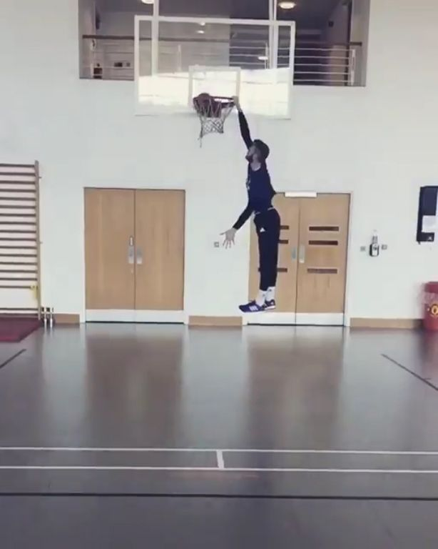 Not content with being one of the best goalkeepers in the world, Manchester United goalkeeper David De Gea has proved he is also pretty handy on a basketball court.