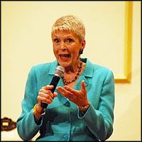 Christian Comedian Jeanne Robertson's Hilarious Stand-Up on Mothers and Daughters - SO Funny