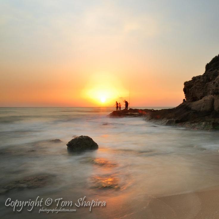 Fishermen at Sunset / Photographer: Tom Shapira