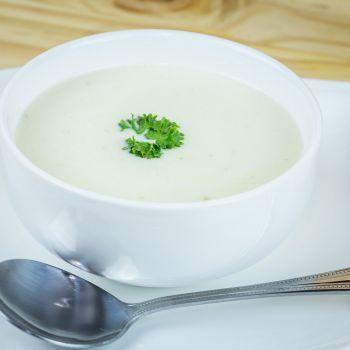 Κρεμώδης σούπα με γλυκοπατάτες, πράσα και θυμάρι