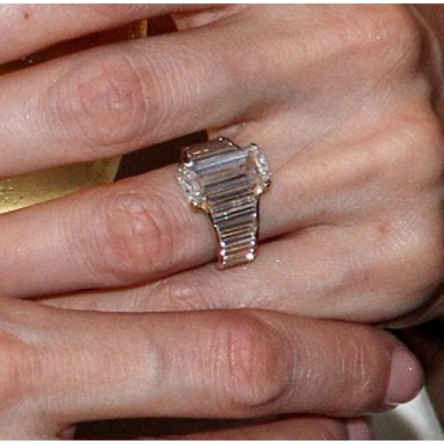 Angelinas Engagement Ring From Brad