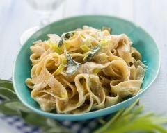 One pot pasta aux poireaux au mascarpone : http://www.cuisineaz.com/recettes/one-pot-pasta-aux-poireaux-au-mascarpone-83090.aspx