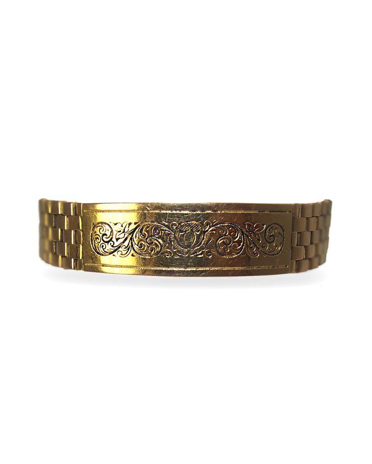 """Bracelet plat format """"plaque"""" en or jaune maille grain de riz gravé d'arabesques longueur : 17 cm Poids total : 49,30 grs"""