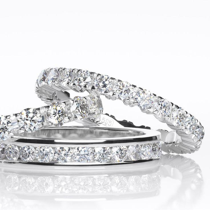 Изящные дорожки из бриллиантов в белом золоте. #artauro #jewelry #diamonds #weddingrings #wedday #marryme #kuntcevoplaza