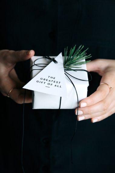 Free Printable Christmas Gift Tags & Place Cards – tastesheriff  – Clara Moring –  Blogger, Stylist, Tastemaker