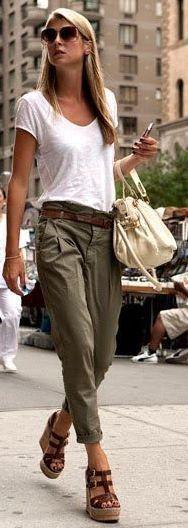 Effortless Jennifer Aniston style.