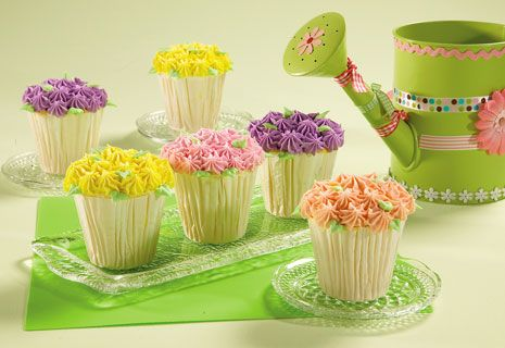 I am such a sucker for adorable cupcakes I can't even stand it! Perfect for a little girls garden themed birthday party or a ladies luncheon/tea party