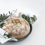 Un pane di Pasqua alle erbe ben speciale, timbrato prima della cottura, come nella tradizione materana. Scopri la ricetta di Sale&Pepe.