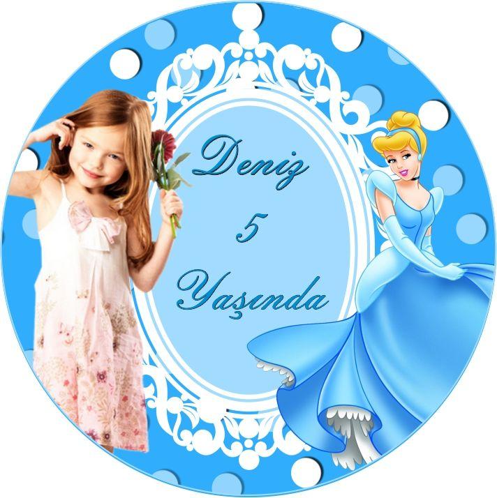Cinderella Birthday Party SİNDİRELLA KİŞİYE ÖZEL STİCKER: Sindrella Konseptli Doğum Günü Partinizde, size eşlik eden sevdiklerinize armağanlar vermeye karar verdiyseniz, hediye paketlerini günün temasıyla özdeş etiketlerle süsleyip gösterişli hale getirebilirsiniz.