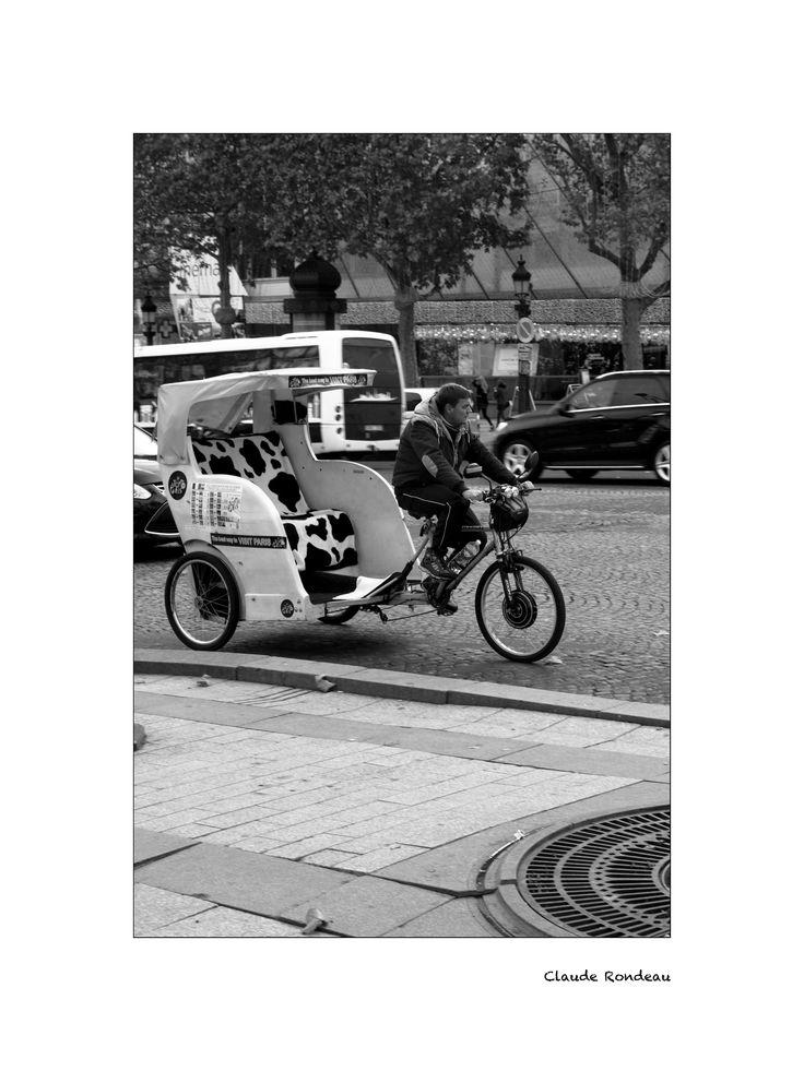 Paris, Vélo taxi aux champs élysées