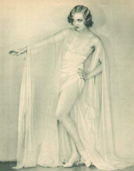 Carole Lombard being beautiful