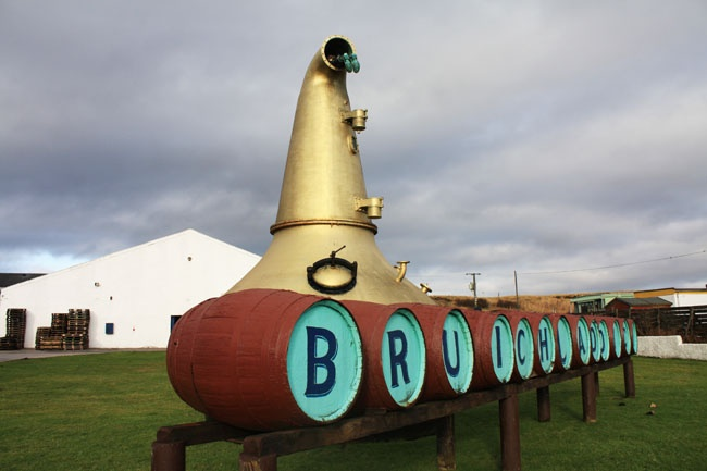 Bruichladdich distillery purchased by Rémy Cointreau