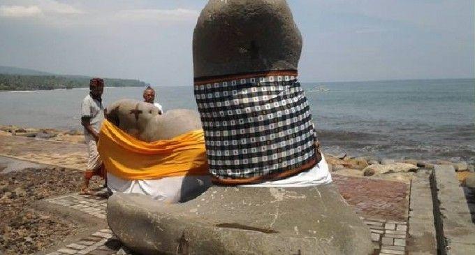 Patung Batu Lingga Yoni Muncul di Pantai Ujung Karangasem
