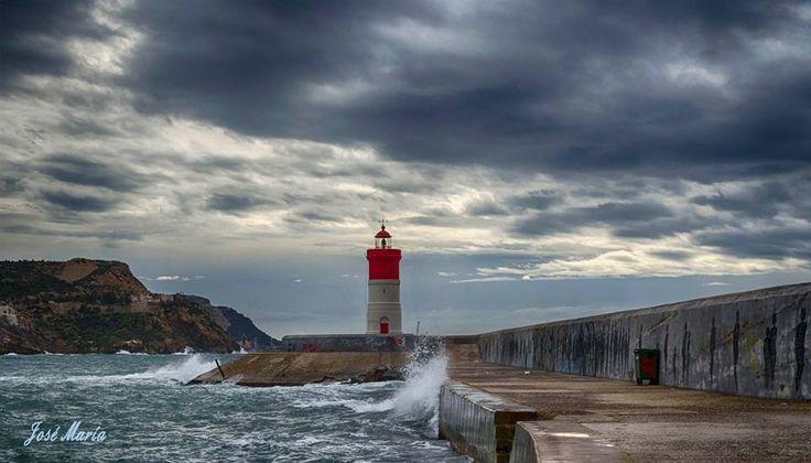 *Faro de Navidad*, uno de los dos faros que hay en la entrada al Puerto de Cartagena. España. Spain