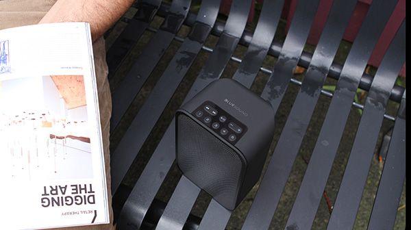 Plus petit modèle de la gamme Bluesound PULSE, L'enceinte portable PULSE FLEX Noir sans fil pourra être transportée partout. #Wireless #Qobuz #Bluetooth #DacHD #WiFi #Multiroom http://www.laboutiquederic.com/enceintes-wifi/773-bluesound-pulse-flex-enceinte-sans-fil-wifi-bluetooth-noir-5703120290430.html