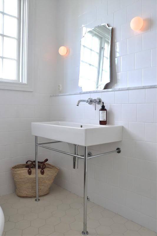 Beautiful Bathroom with Byggfabriken tiles. From 'Mary made this'.  Tiles here: http://www.byggfabriken.com/sortiment/kakel-och-klinker/golvplattor-och-moenster/info/produkter/321-153-klinker-barcelona/