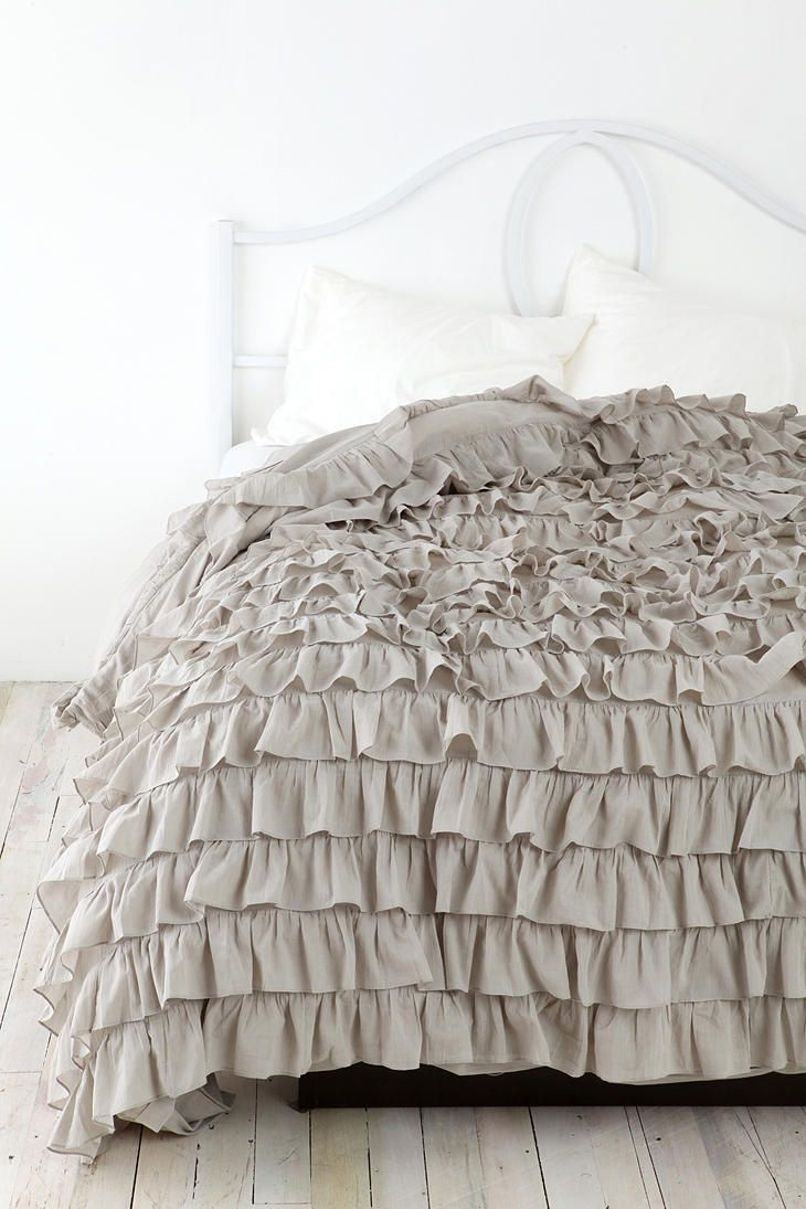 17 best ideas about ruffle bedspread on pinterest junk for Frilly bedspreads