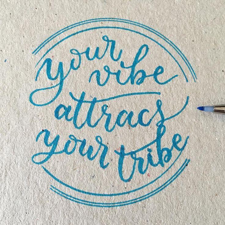 """Tu modo de ser atrae a tu tribu, o como diríamos aquí, """"Dime con quien andas y te diré quien eres"""". #letteritmay #calligraphy #caligrafia #handlettering #handlettered #handlettering #typography #type #pentel #penteltouch"""