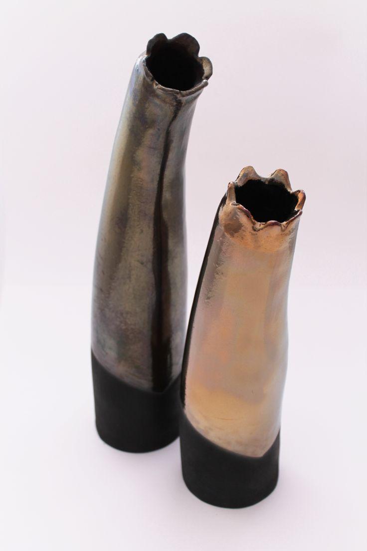 Vasi in ceramica neri e oro completamente realizzati a mano